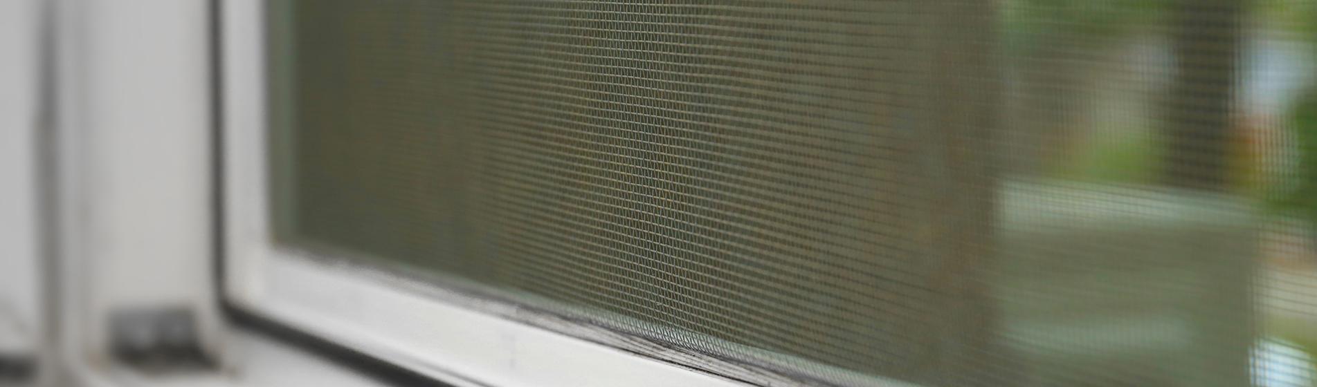 installer moustiquaire porte d'entrée 13650